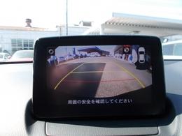 バックガイドモニター!センターディスプレイに後ろの映像を映し出します!ガイドラインも付いておりますので車庫入れも安心ね☆