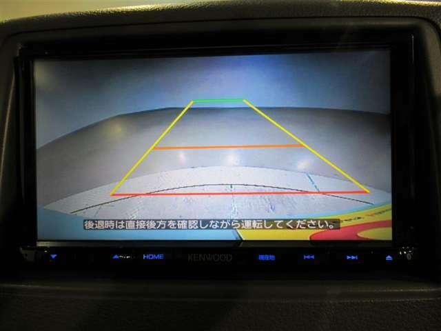 カラーガイドバックモニター装着車は後退時の強い味方です♪車庫入れや縦列駐車の際、後退操作の参考になるガイドラインをナビ画面に表示します。でも後退時には直接後方確認もしてくださいね♪