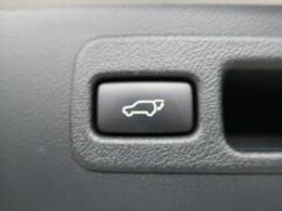 ●電動リアゲート 重たいトランクもボタン一つで開閉可能です!