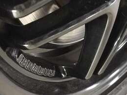 BRABUS純正ホイールは、ブラック色塗装。後期モデルのツインスポークホイール。