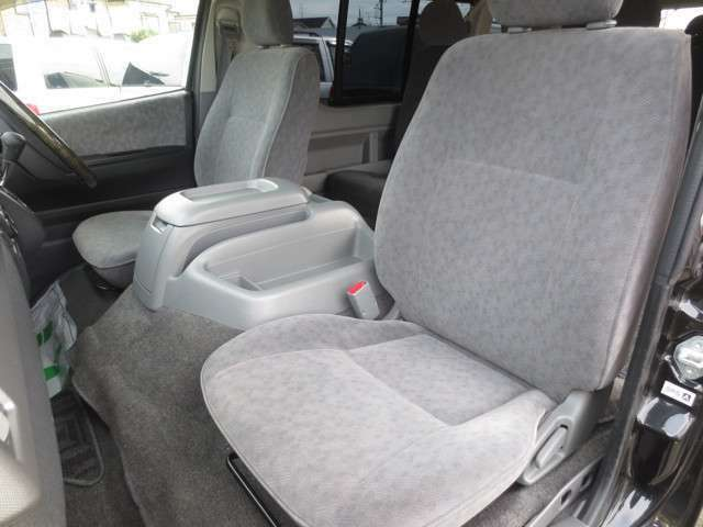 助手席♪ 運転席同様 酷い汚れや擦れ・ヘタリなど無く綺麗なシートです♪