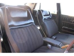 オリジナルシート☆運転席の座面の側面を補修をしており、その他は特に気になる箇所も無く、綺麗な状態を保っております。