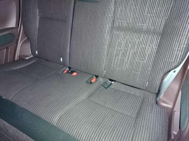 リヤシートは、こんな感じで広々使えますね♪ シートを外しての室内クリーニングで内装もピカピカです♪