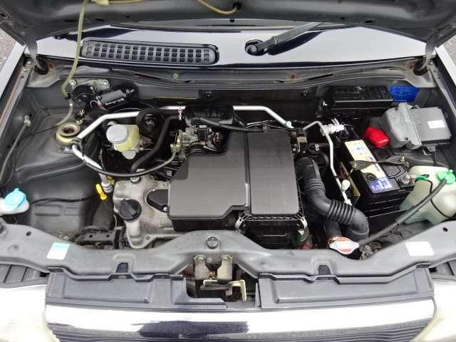 アイドリングも安定しており調子の良いエンジン♪タイミングチェーン式なので10万キロ前後でのベルトの交換の必要もありません☆