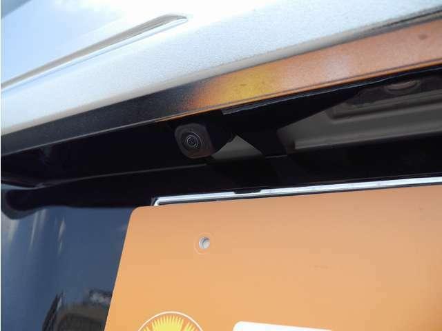 ■バックカメラ(車庫入れなどの時に、後方の視界を画面に表示するカメラです)