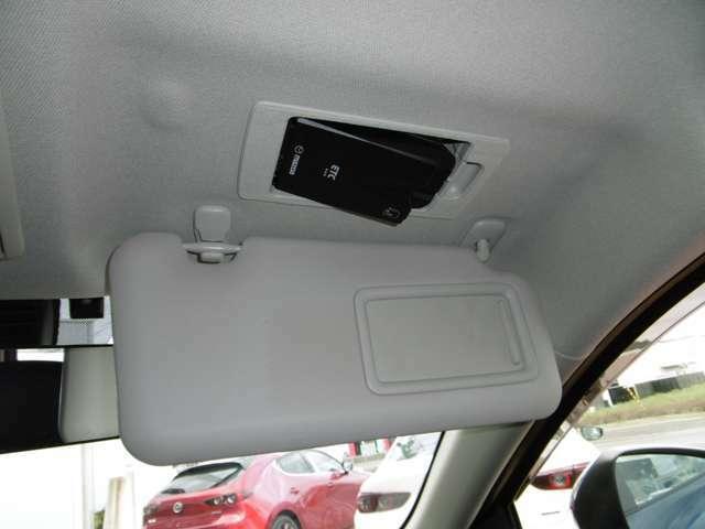 運転席側天井にはETCがビルトインされています