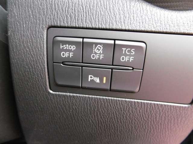 安全装備は衝突軽減ブレーキ(前) AT誤発進抑制装置(前後) 横滑り防止装置 斜後車感知ブラインドスポットモニタリング 車線離脱警報装置 フロントサイド&カーテンエアバック 等フル装備です♪