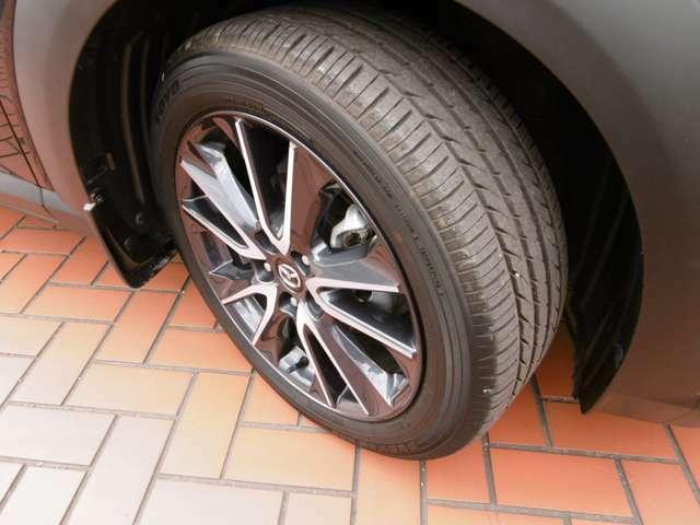 215/50R18インチ切削アルミホイールは高級感があります! ホイール4本にはキズはありません。 タイヤ溝は7mm。まだまだ使えます。