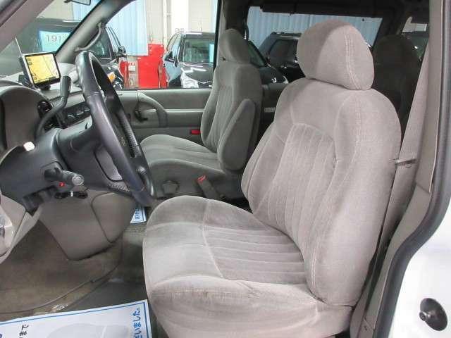 座り心地の良いシートにパワーシートでポジション設定も簡単♪