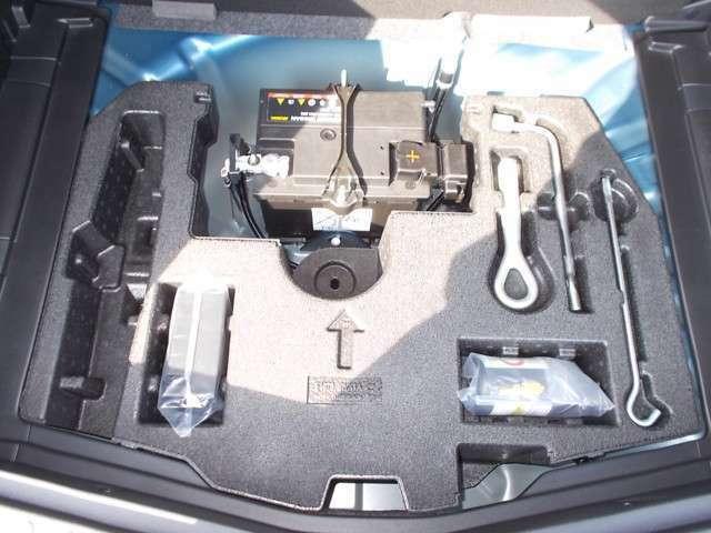 タイヤのパンク修理キットや工具もあるので出先でタイヤがパンクしても安心です。