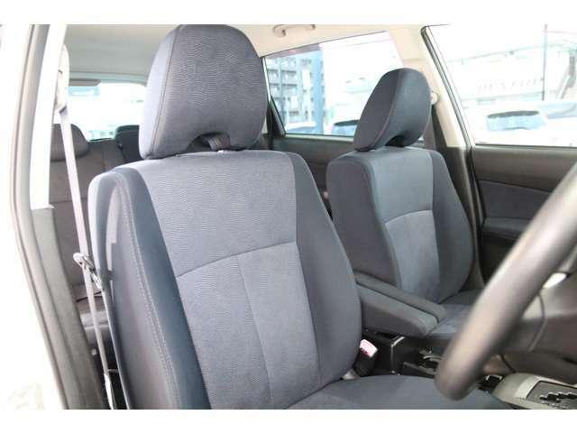 厚みのあるしっかりとしたシート。振動や騒音を低減、長時間のドライブでも疲れにくくなりますね♪