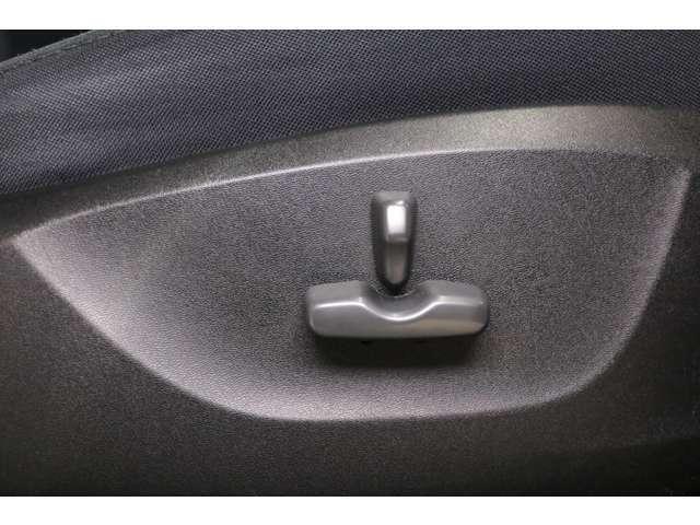 【電動パワーシート】お好みのシートポジションを提供し、疲れにくくより快適にお乗りいただけます。