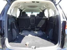 3列目シートシートはクルッと簡単に床下収納可能!これで大きな荷物、たくさんの荷物が積めますよ!