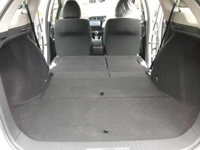 後ろ席を収納すると大きな荷物も積み込めます。