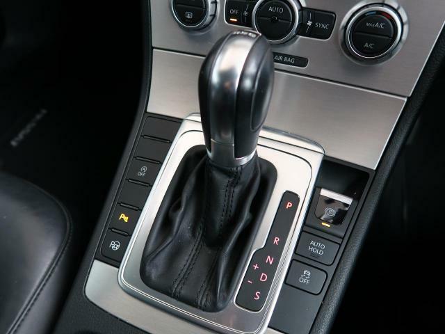 ●MTモード付きAT:通常は自動でおこなわれる変速(ギアチェンジ)をドライバーの操作によって意図的に変えられるシステムです。より一層普段のドライブをお楽しみいただけます!