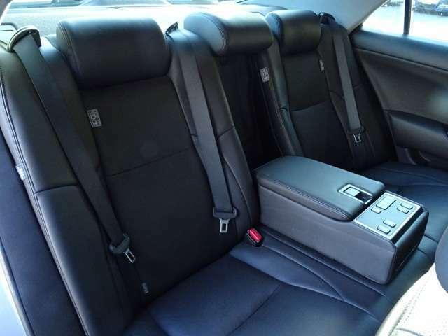 後部座席も電動リクライニングするGパッケージです!