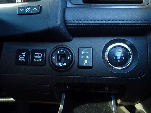 ビルトイン式ETC/AUTO機能が付いた電動格納ドアミラーも装備しております。