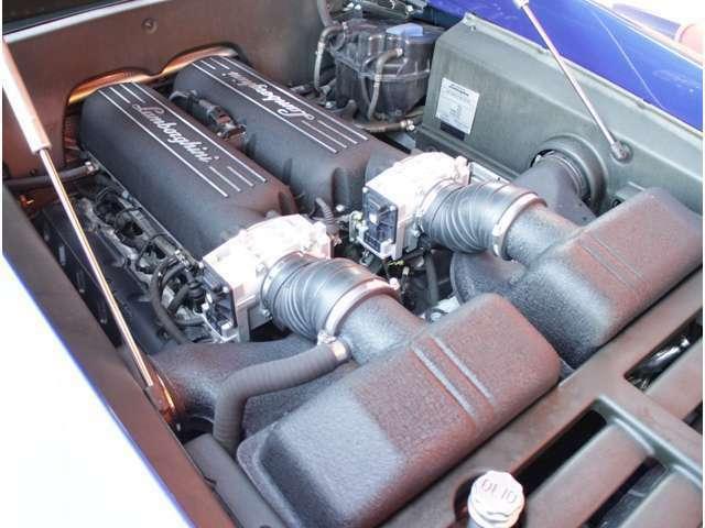 ランボルギーニV型10気筒DOHC5000ccエンジン!6速オートマ!この走りにきっと満足頂けると思います!後期最終モデル520ps(カタログ値)!エンジンヘッドのデザインも変更されています!