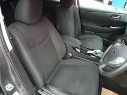 運転席シートはシートヒーター付きで寒い日にもすぐに暖かくなります。