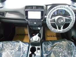 同一車線運転支援・プロパイロット。単調な渋滞走行、巡航走行をドライバーに代わりアクセル、ブレーキ、ステアリングを自動制御。前方車両との車間距離をキープ、白線をモニターしてステアリングを自動コントロール