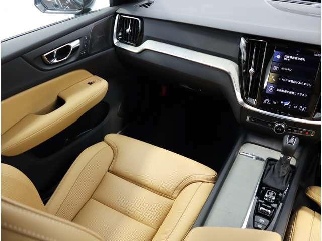 シートとシートフレームの間にエネルギー吸収機能を搭載しているため、脊髄損傷を軽減し、内蔵されたWHIPS(後部衝撃吸収リクライニング機構付フロントシート)により、むち打ち症のリスクを軽減が出来ます。