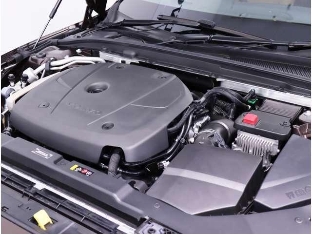 高回転域の優れたレスポンスと伸びやかなドライビングフィールが特徴のハイパフォーマンス2.0リッター4気筒直噴ガソリンターボエンジンです。