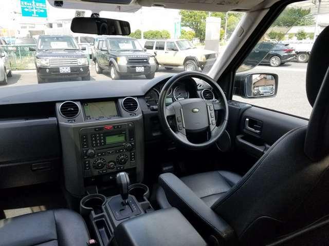 『電動本革シート&ウッドインテリア』 ・3列7人乗りシートレイアウト ・電動ガラストリプルサンルーフ