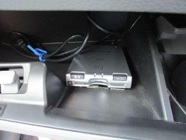 コンソールボックス内に音声タイプETC装着です。