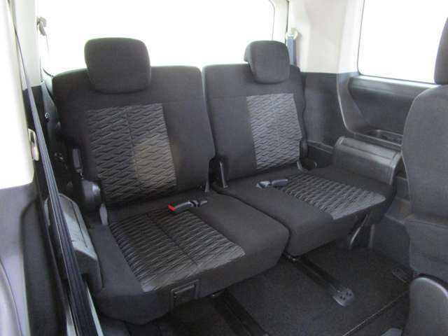 サードシートも大人がゆったりとお座り頂ける広さを確保しています。