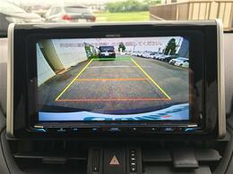 【バックモニター】死角となりやすい車両後方の安全確認も抜かりありません。駐車が苦手な方にもオススメな便利機能です。