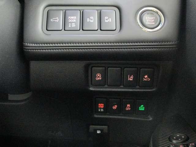 電動テールゲート 両側電動スライドドア アイドリングストップ 車線逸脱警報 衝突被害軽減ブレーキ 誤発進抑制(前進時) 助手席側オートステップ ステアリングヒーター 横滑り防止装置