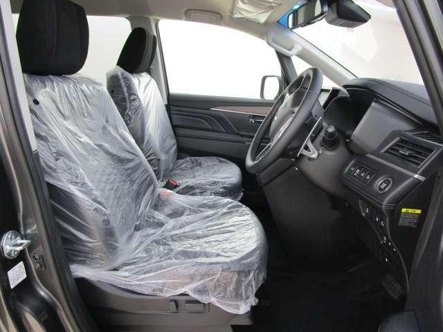 運転席パワーシート 運転席・助手席シートヒーター フロアマットは装備しておりません