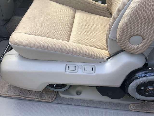 椅子の横のボタンでも移動可能になります。