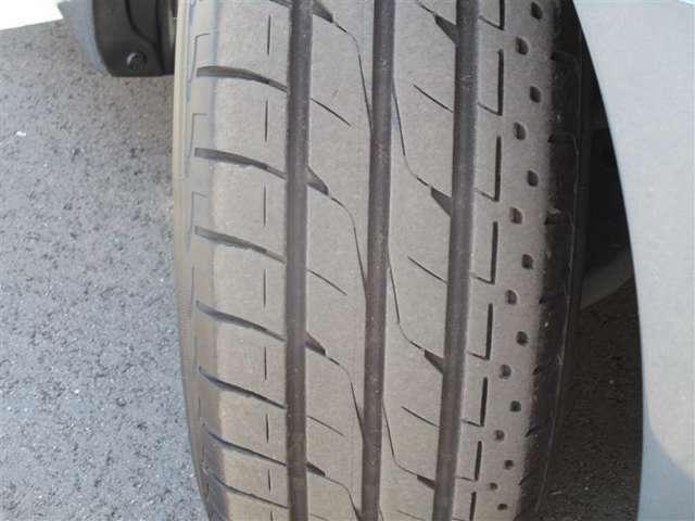 右フロントタイヤ溝6mm