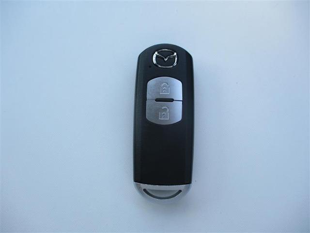 【スマートキー】ポケットやバッグにキーを入れたまま、ドアノブに手を近づける、ドアノブを引くなどの動作だけでドアの解錠施錠ができます。