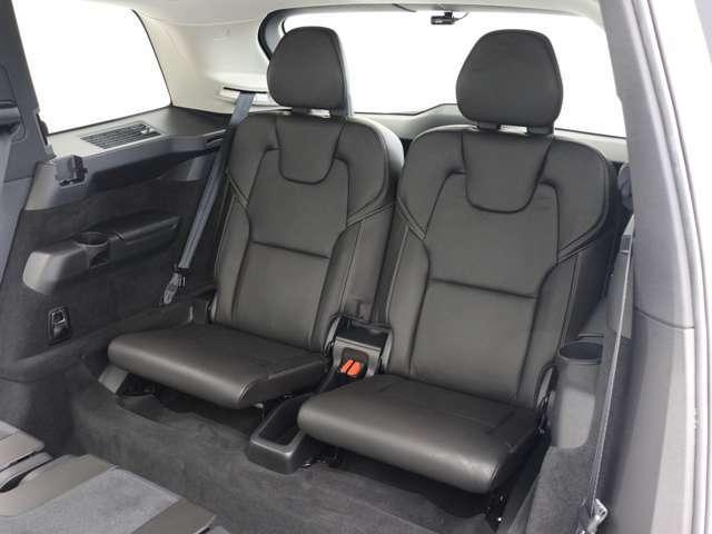 身長170センチまでの成人男性が快適に座る事ができる設計となっており、3列ともに余裕を感じさせるフットスペース、ヘッドクリアランスが確保されています。
