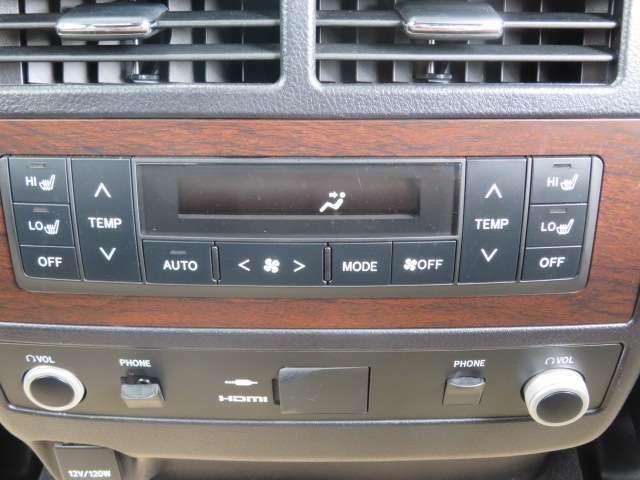 後部座席にもオートエアコンが装備されており、快適にドライブができます!