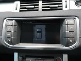 【全周囲カメラとセンサー】は狭い場所でも安心して駐車できるようにサポート。タッチスクリーンの表示と音で障害物との距離を確認できます。車幅感覚に慣れていない方や駐車の苦手な方には必見の装備といえます♪