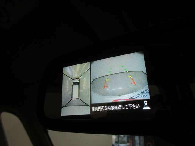 クルマを上空から見たような映像を表示する「マルチアラウンドモニター(バードアイビュー機能付)」は、駐車時など運転席から見えない死角の確認をサポートします。