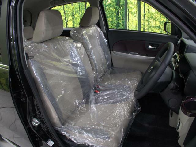 清潔感のあるベージュファブリックシート!さらに広々&ゆったり座れるアームレスト付ベンチシート☆軽自動車とは思えない座り心地を是非一度ご体感ください☆