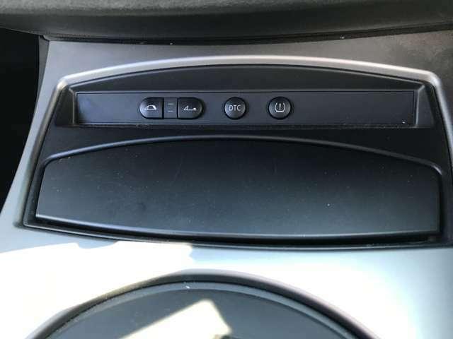こちらのボタンで幌の開け閉めが可能です。