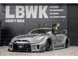 LIBERTY WALK初の直営店!関東圏でのアンテナショップとして、車両・パーツ・グッズ等をトータルに販売しております。 車両購入のご相談からコンプリートカー、カスタムまでお気軽にご相談ください!!