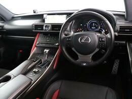 操作性の良い位置にスイッチが配置され、運転に集中できる環境となっております。