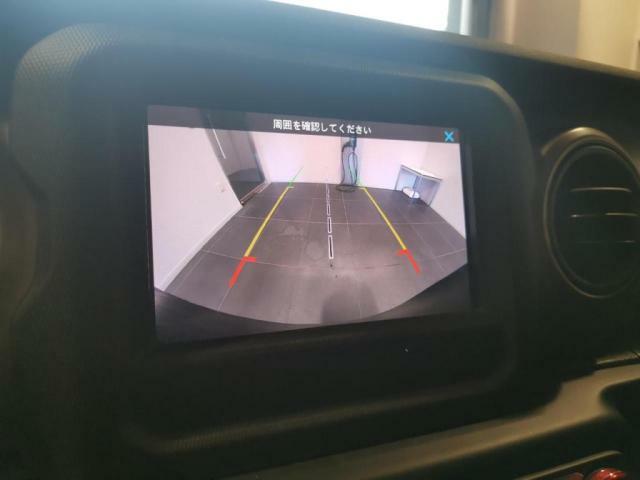 バックカメラは標準で装備されているので駐車するときも安心です!