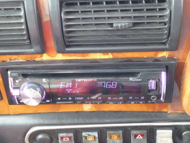 USB端子付きのオーディオで好きな音楽を聞きながら快適ドライブ!