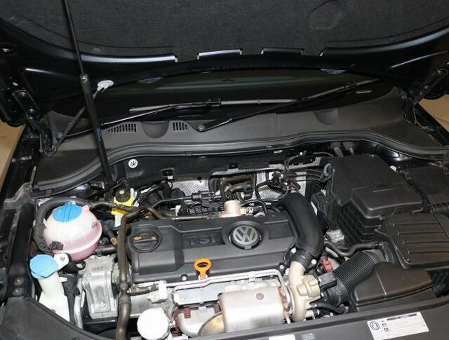 TSIエンジン(ターボストレートインジェクション=過給機付き直噴エンジン)排気量ダウンサイジングは、CO2の排出削減の為。排気量を下げて出力低下を過給機にて酸素量を上げ高効率燃焼。高出力、低燃費を実現