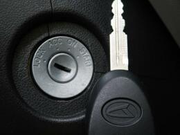 『キーレスエントリー』鍵を挿さなくてもボタン操作で鍵の開閉が行えます♪