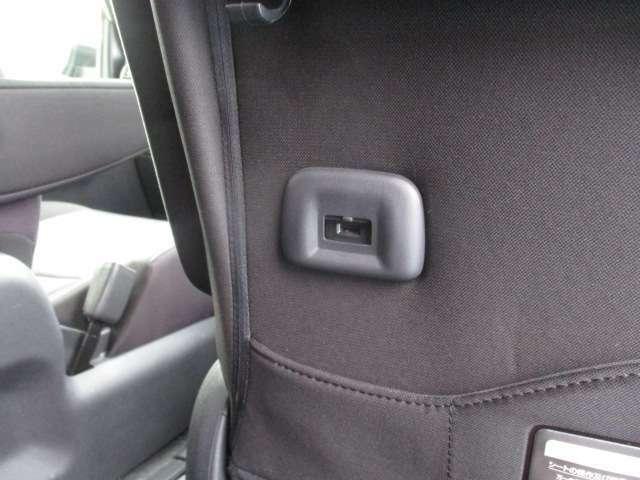 後席用USB充電ポート☆移動時にスマートフォンやタブレットの充電が出来ます♪