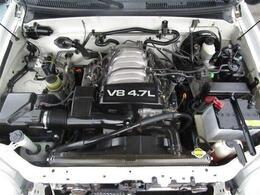 4700ccのガソリンエンジン!エンジンルームもクリーニング済み♪もちろん整備後の御納車となります!専門店ならではの豊富な知識と経験でキッチリと仕上げますよ☆