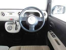 シンプルで操縦性と操作性を優先した扱いやすいハンドル廻り。